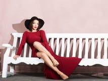 elegant ståendekvinna fotografering för bildbyråer