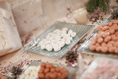 Elegant tabell för brölloprundamatställe Royaltyfria Bilder