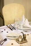 elegant tabell för matställe Arkivfoton