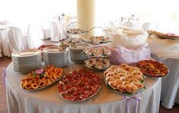 Elegant tabell för brölloprundamatställe Arkivbild