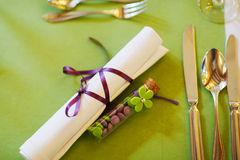 Elegant table set in lilac and green for wedding or event party Stock Photo