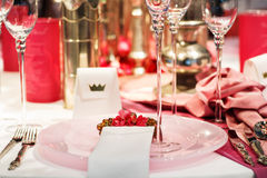 Elegant table set in soft red and pink for wedding or event part Royalty Free Stock Photography