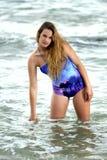 Elegant tonårigt i havet Royaltyfria Foton
