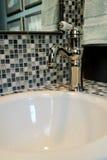 elegant vattenkran för badrum Fotografering för Bildbyråer