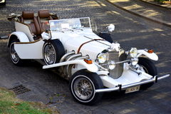 Elegant white vintage wedding car Royalty Free Stock Images