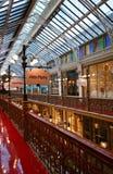Elegant wit de stad in verfraaid het dakraamplafond van het bundelglas, storefronts en galerijen van Bundelarcade in Sydney, Aust royalty-vrije stock foto