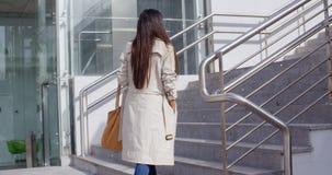 Elegant woman walking through town Royalty Free Stock Photography