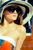 Elegant woman wearing sunglasses and heat Royalty Free Stock Photos