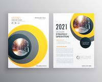 Elegant yellow business brochure template design with circle sha. Pes Stock Images