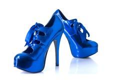 Eleganta blåa kvinnligskor Arkivbild