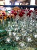 Eleganta champagneexponeringsglas royaltyfri foto
