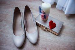 Eleganta och stilfulla brud- skor Fotografering för Bildbyråer