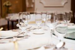 Elegante Abendtisch-Einstellung Stockbilder