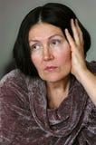 Elegante aber traurige ältere Frau Lizenzfreie Stockbilder