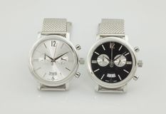 elegante Armbanduhr zwei in den Schwarz- und Whitfarben Lizenzfreie Stockfotos