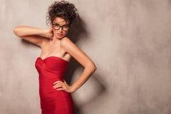 Elegante Aufstellung der jungen Frau sexy Stockfotografie