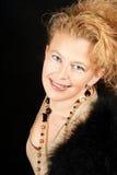 Elegante blonde Frau mit Portrait der blauen Augen Lizenzfreie Stockfotografie