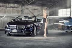 Elegante blonde Luxusfrauenaufstellung Lizenzfreies Stockbild