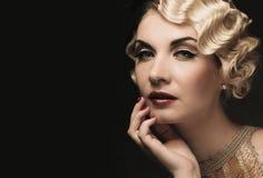Elegante blonde Retro- Frau Stockfoto