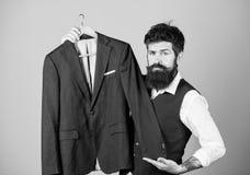 Elegante douaneuitrusting Het maken en klerenontwerp Perfecte pasvorm Naar maat gemaakt aan maatregel r royalty-vrije stock afbeeldingen