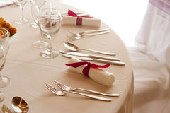 Elegante Einstellung auf der Hochzeit oder dem Abendtische Stockfotografie