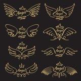 Elegante engelen gouden vliegende vleugels op zwarte achtergrond stock illustratie