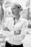 Elegante Ernstige Bedrijfsvrouw Royalty-vrije Stock Afbeeldingen