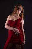 Elegante Frau in einem roten Kleid Stockfoto
