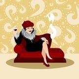 Elegante Frau mit Getränk Stockfoto