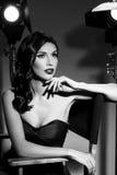Elegante Frau mit klassischer Hollywood-Welle Stockfoto