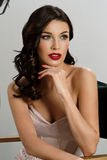 Elegante Frau mit klassischer Hollywood-Welle Stockbild