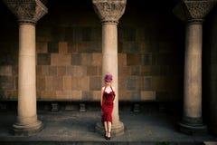 Elegante Frau mit Zylinder Stockfoto