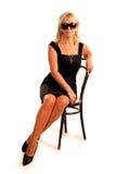 Elegante Geschäftsfrau sitzt auf Stuhl Stockfotos