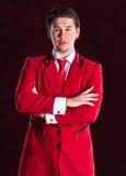 Elegante glimlachende jonge knappe mens in rood kostuum Royalty-vrije Stock Afbeeldingen