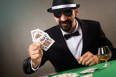 Elegante gokker het spelen pook royalty-vrije stock afbeelding