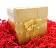 Elegante Gouden Kerstmisgift Stock Foto's