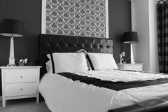 Elegante hoofdslaapkamer royalty-vrije stock fotografie