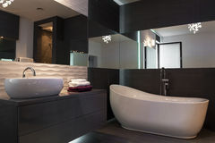 Elegante inrichting in luxueuze beathroom royalty-vrije stock afbeeldingen