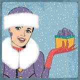 Elegante jonge en gelukkige vrouw in de winter, retro Kerstkaart Stock Foto's