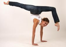 Elegante jonge flexibele vrouw royalty-vrije stock fotografie