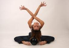 Elegante jonge flexibele vrouw royalty-vrije stock afbeeldingen
