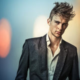 Elegante jonge knappe mens. Portret van het kleuren het digitale geschilderde beeld van mensengezicht. Royalty-vrije Stock Fotografie
