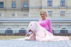 Elegante junge Ballerinaaufstellung Lizenzfreie Stockfotos