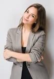 Elegante junge Brunettefrau. Lizenzfreie Stockbilder