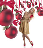 Elegante junge Frau, die Weihnachten feiert Stockbild