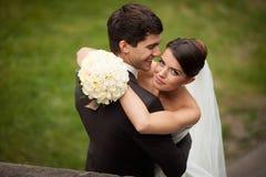Elegante junge Paare Lizenzfreies Stockbild