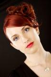 Elegante junge schöne Frau lizenzfreie stockfotografie
