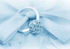 Elegante juwelenring met brilliants stock afbeelding