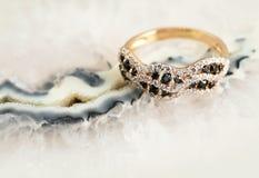 Elegante juwelenring met brilliants royalty-vrije stock foto