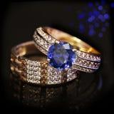 Elegante juwelenringen met Saffier en brilliants stock afbeelding